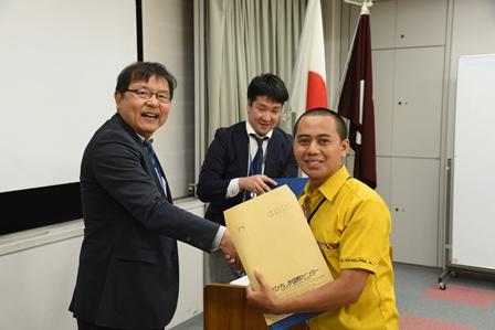 Penyerahan Sertifikat Pelatihan Pengelolaan Sampah di Jepang